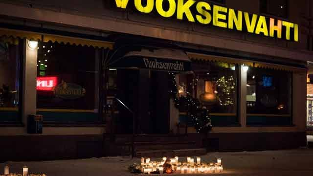 Finlandia: alcaldesa y periodistas ejecutadas en la puerta de restaurante
