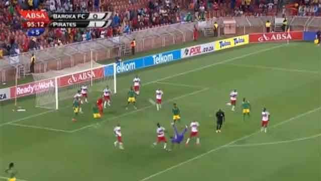 El increíble gol de chilena que hizo un arquero pasada la hora en Sudáfrica