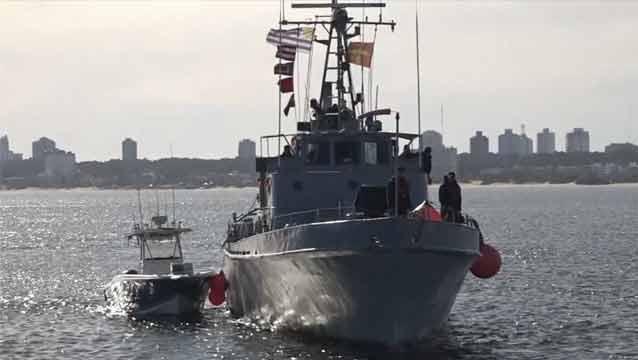 La Armada rescató a 15 tripulantes de embarcaciones varadas por el temporal