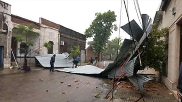 Temporal provocó voladura de techos y árboles caídos en Paysandú