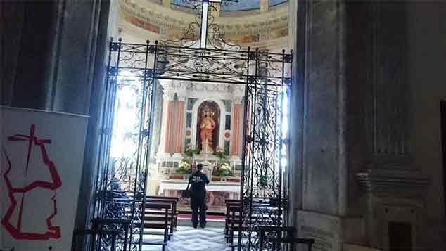 Robaron la Catedral de San José y se llevaron las copas con las hostias