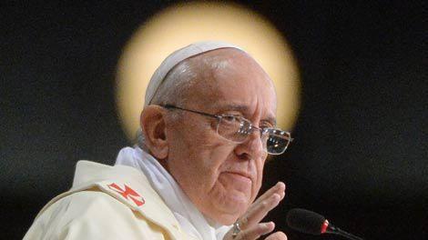 Papa Francisco autoriza a los curas a absolver a mujeres que hayan abortado