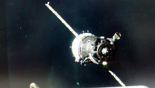 Nave rusa desembarcó a 3 astronautas en la Estación Espacial Internacional
