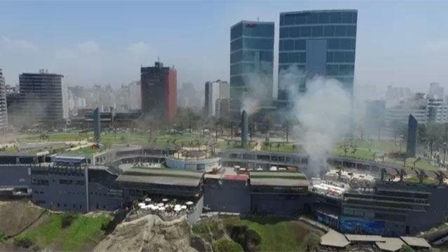 Al menos cinco muertos en incendio en un centro comercial en Lima