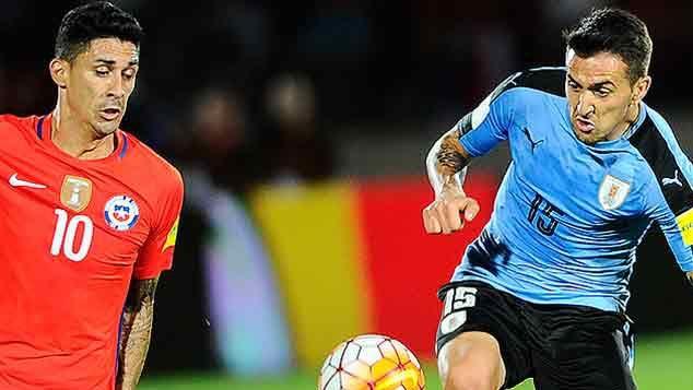 Uruguay perdió con Chile 3-1 y sigue segundo con 23 puntos