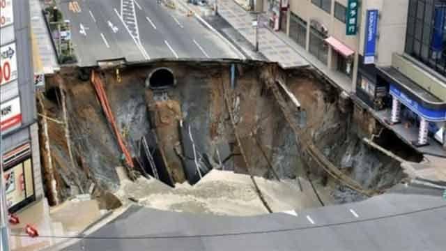 Sorprendente: japoneses arreglaron un cráter en una avenida en 48 horas