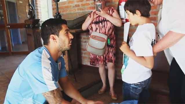 El emotivo encuentro de Suárez y Áaron, un niño con síndrome de Cri du Chat