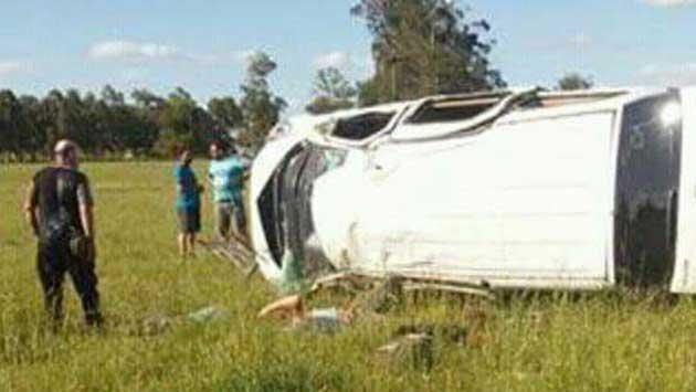Dos fallecidos y ocho heridos al volcar una camioneta en ruta 15 de Rocha
