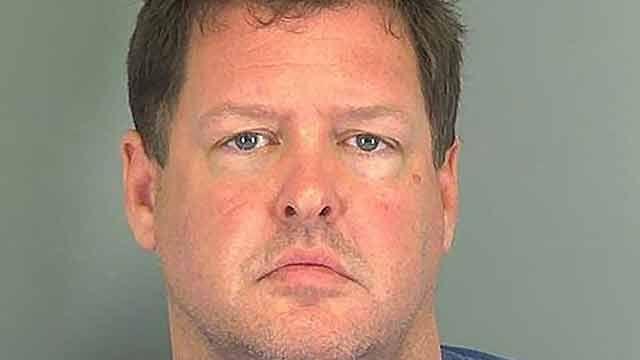 Fue detenido por encadenar a una mujer como un perro y confesó 7 crímenes