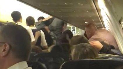 Pelea en pleno vuelo obligó a desviar de la ruta a un avión de Ryanair