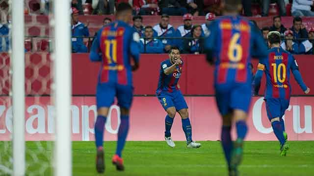 Suárez anotó el 2-1 final para el Barcelona ante el Sevilla
