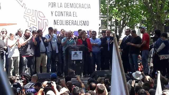 Dilma Rousseff habla ahora en el acto del PIT-CNT