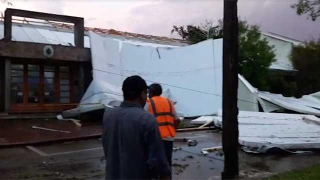 Una turbonada causó destrozos en el centro de Piriápolis