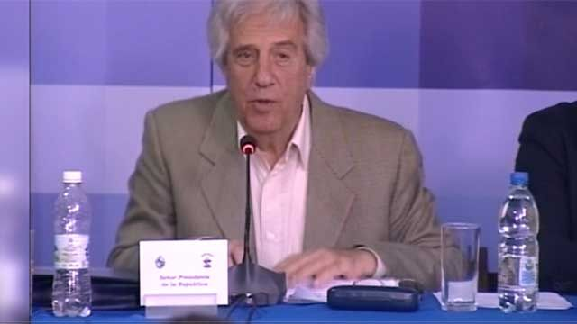 Vázquez evaluará con el PIT-CNT repunte de la economía y TLC con China