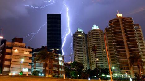 Meteorología advierte por tormentas fuertes y rachas de viento de 120 km/h
