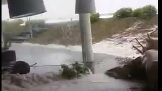 Enormes olas causaron destrozos en edificio de Punta del Este y dos heridas