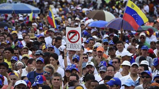 Oposición venezolana convoca huelga general de 12 horas el viernes