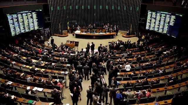Diputados aprobó el congelamiento del gasto durante 20 años en Brasil