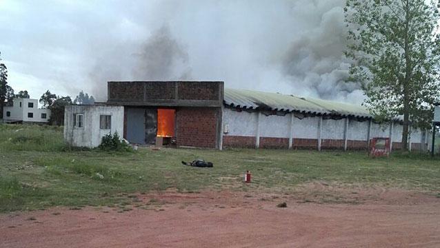 Tres muertos y un herido grave en incendio en depósito de pirotecnia