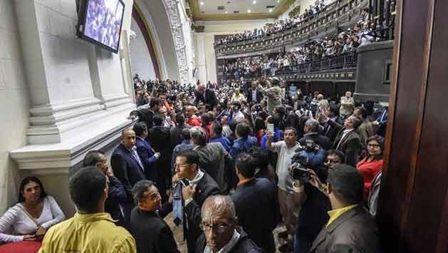 Parlamento venezolano declara ruptura del orden constitucional