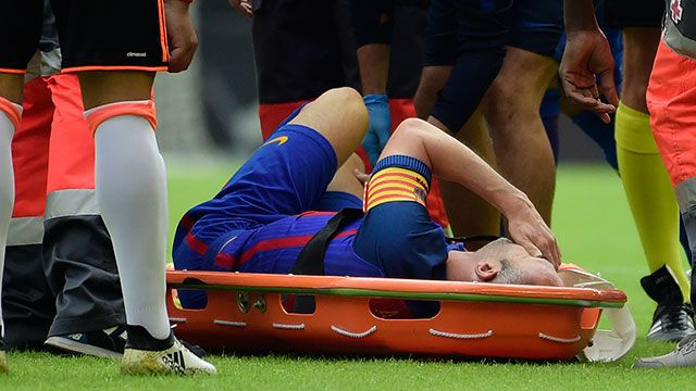 Andrés Iniesta se lesionó la rodilla y tiene para varios meses