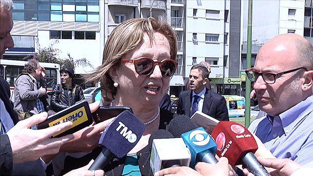 """Ministra Muñoz defendió el cuadro con Mujica y Topolansky """"desnudos"""""""