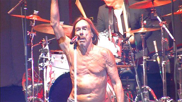 Una leyenda del rock y el punk desnudó su música en el Teatro de Verano