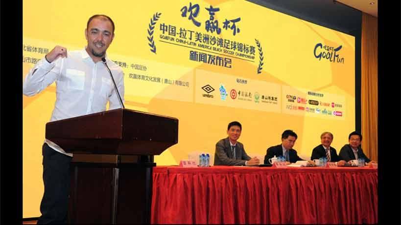 Chino Recoba homenajeado durante visita de Vázquez a China