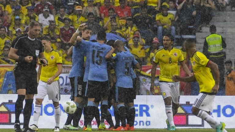 Uruguay empató 2 a 2 ante Colombia en Barranquilla y llegó a 20 puntos