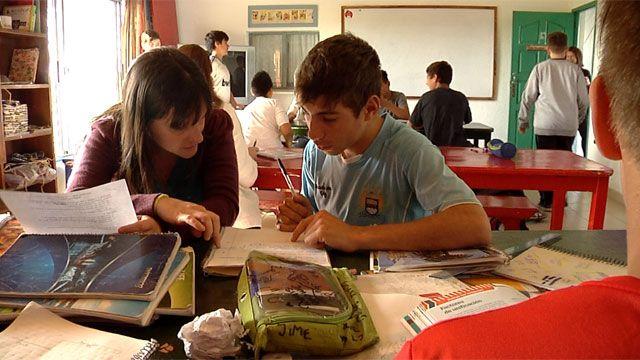 ONG apuesta a la educación para integrar a jóvenes de la Cruz de Carrasco