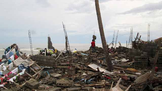 Huracán Matthew dejó más de 470 muertos y comienza a azotar a EEUU