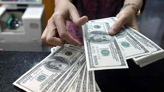 Dólar operó a menos de 28 pesos  y el Banco Central debió intervenir