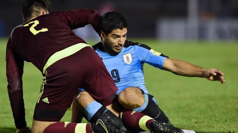 Gran triunfo de Uruguay 3-0 ante Venezuela lo deja como único líder