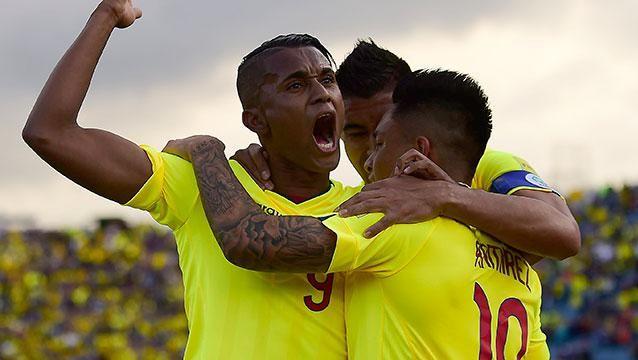 Ecuador goleó a Chile como local 3 a 0 y Colombia le ganó 1-0 a Paraguay