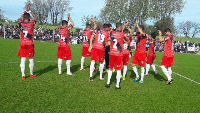 El líder Danubio terminó goleado por Racing en Parque Roberto