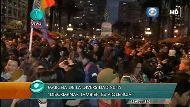 Una multitud marchó por 18 de Julio celebrando la Diversidad