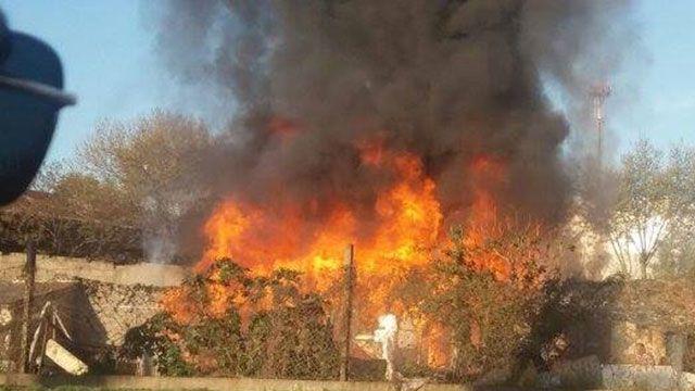 Bomberos trabaja en incendio en viviendas de la Rambla Portuaria