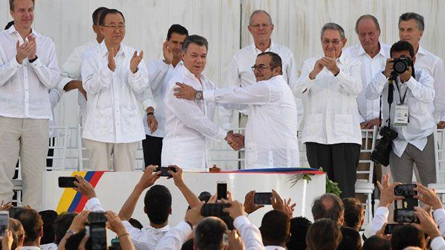 Presidente Santos y el líder de las FARC firmaron histórico acuerdo de paz
