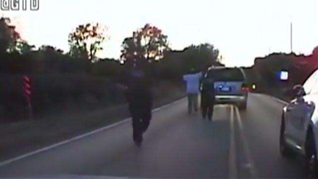 El video que impacta a EE.UU: policía mata a un hombre desarmado