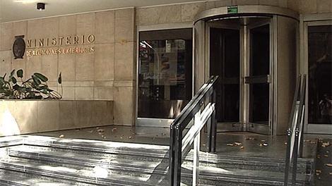 Cancillería llama a concurso para contratar administrativos; sueldo $24.000