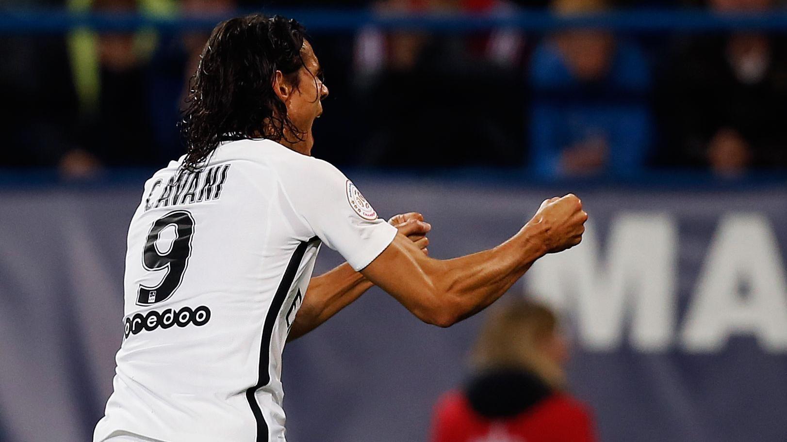 Imparable: Cuatro goles de Cavani en los primeros 45 minutos de juego