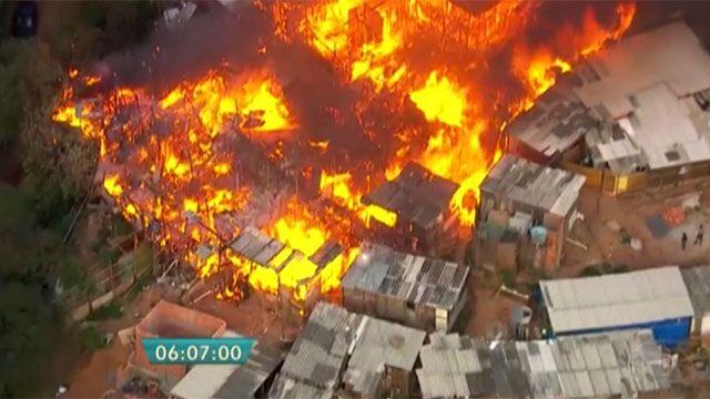 500 hogares fueron arrasados por las llamas en una favela de San Pablo
