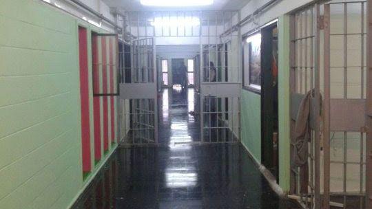 Piden procesar a los reclusos que mataron a otro preso prendiéndolo fuego