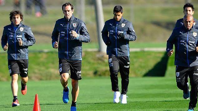 Cebolla Rodríguez y Gastón Ramírez serán titulares el martes ante Paraguay