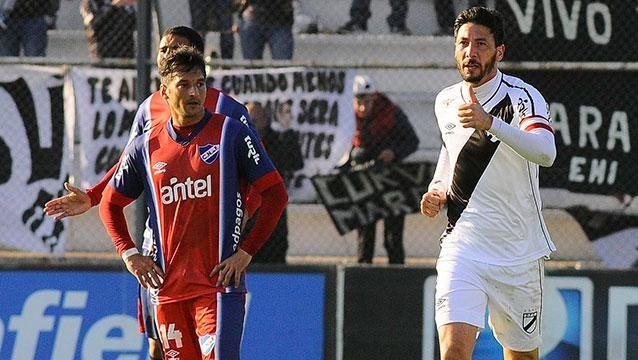 Con dos de Olivera, Danubio lo dio vuelta y le ganó a Nacional 2-1