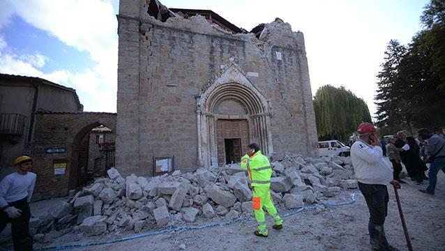 Se eleva el número de muertos por fuerte terremoto en el centro de Italia
