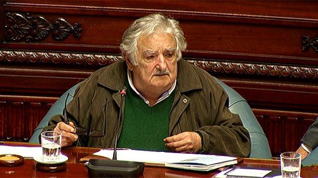 Mujica contradice al gobierno: Uruguay no necesita un avión presidencial
