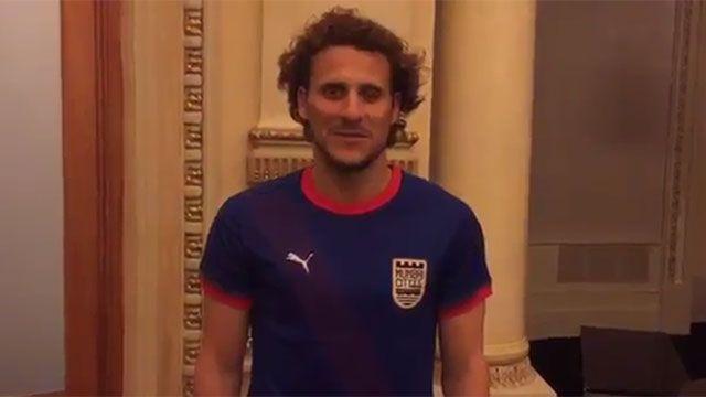 Video: Forlán está en India y ya se puso su nueva camiseta del Mumbai City