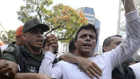 Opositor Leopoldo López seguirá preso tras confirmarse su sentencia