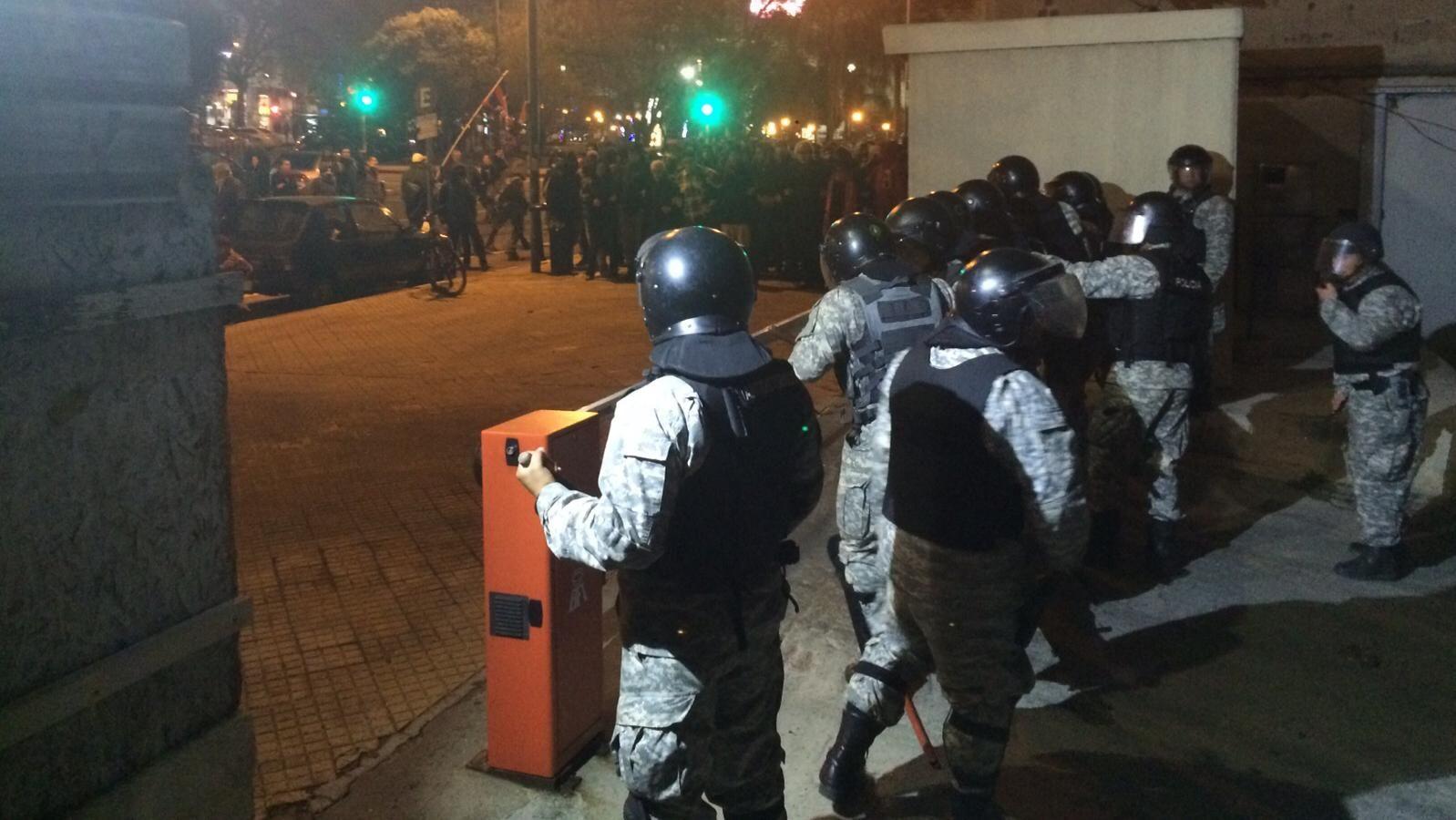 Incidentes en desalojo de Codicen: represión, pedreas, detenidos y heridos
